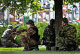 """Ополченцы из батальона """"Восток"""" вблизи Донецкой областной администрации."""