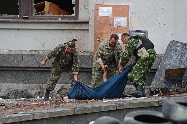 В результате авиаатаки на здание обладминистрации в Луганске погибли 7 человек.