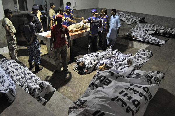 Пакистанские власти сообщили об 23 погибших при захвате терминала в международном аэропорту города Карачи в воскресенье.
