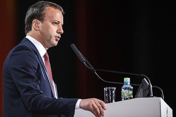 Заместитель председателя правительства РФ Аркадий Дворкович во время выступления.