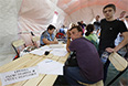 """""""В регионе гражданам Украины помогают встать на миграционный учет и временно трудоустроиться. В настоящее время около полутора тысяч человек получили консультацию о трудоустройстве, а некоторые из них уже встретились с работодателями"""", - сообщила министр труда и социального развития области Елена Елисеева Елисеева."""