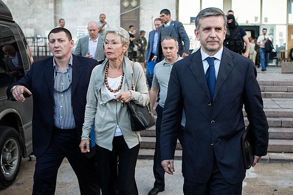 Представитель действующего главы ОБСЕ Хайди Тальявини и посол РФ в Украине Михаил Зурабов.