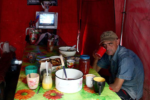 Полевая столовая в лагере активистов ЛНР.