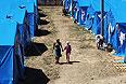 Вид на лагерь беженцев сверху.