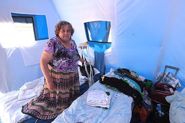 Так устроен быт беженцев внутри палатки.