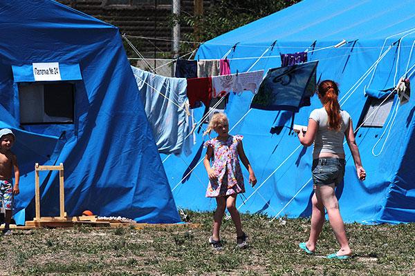 Жители палаточного лагеря для украинских беженцев.