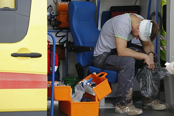 Пострадавший в результате аварии в машине скорой помощи.