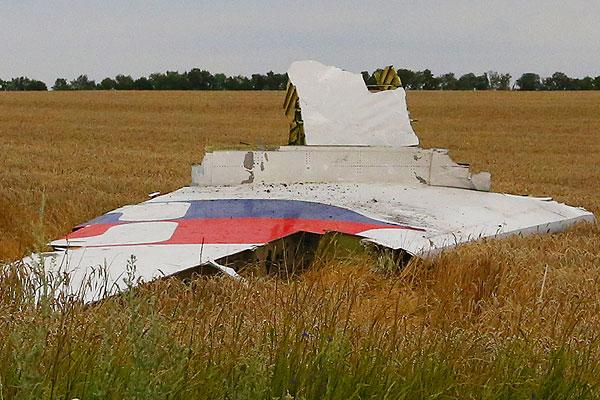 Фрагмент обшивки самолета.