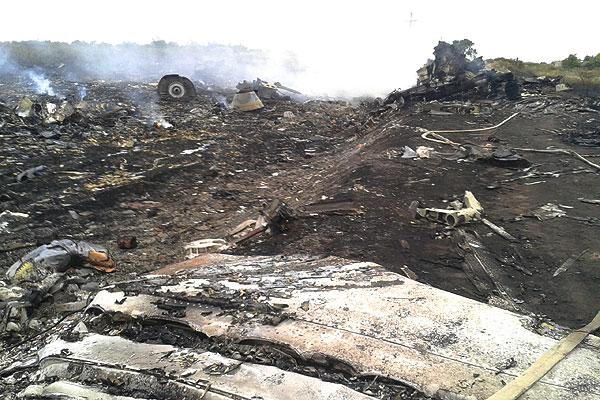 На месте падения пассажирского самолета.