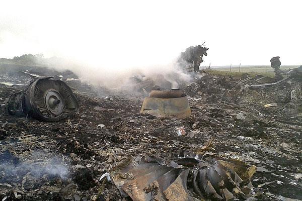 Обломки самолета на месте падения.