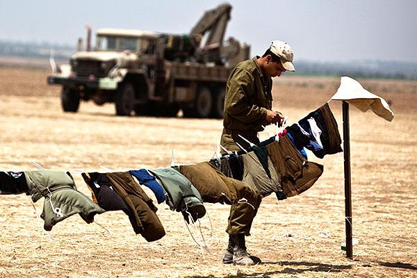На позициях израильской армии возле сектора Газа.