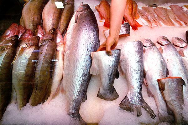 Рыба из Норвегии в одном из магазинов Санкт-Петербурга.