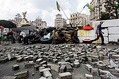 Разбор баррикад на Майдане закончился пожаром