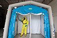 Чешские специалисты проводят учения по антибактериальной защите.
