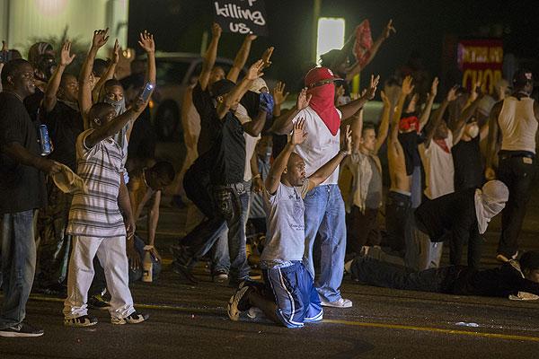Протестующие жители Фергюсона.