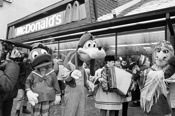 Во время открытия первого ресторана McDonald's на Пушкинской площади.