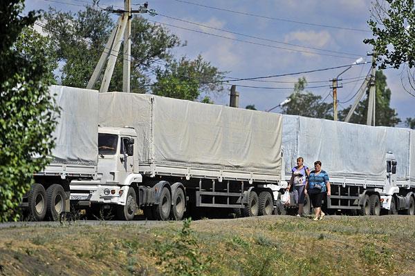 Колонна автомобилей с гуманитарной помощью.