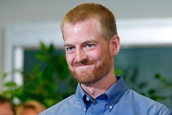 Брантли был одним из врачей, которые работали с зараженными Эболой в пригороде Монровии, столице Либерии. В конце июля, после заражения его перевезли в Атланту, в больницу университета Эмори.