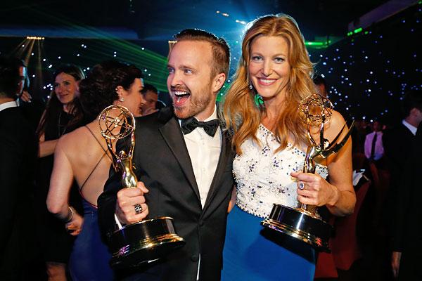 Лучшие актеры второго плана в драматическом сериале Аарон Пол и Анна Ганн.