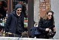 Питт и Джоли с детьми в Венеции. Февраль 2010