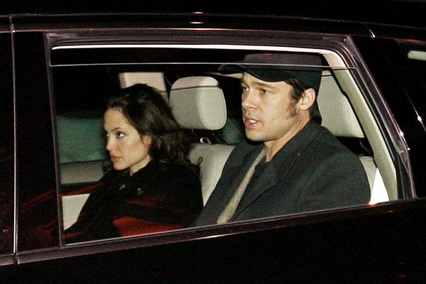 Брэд Питт и Анджелина Джоли приехали в Давос на международный экономический форум. Январь 2006