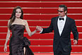 """Брэд Питт и Анджелина Джоли после показа фильма """"Древо жизни"""" на 64-м Каннском кинофестивале. Май 2011"""