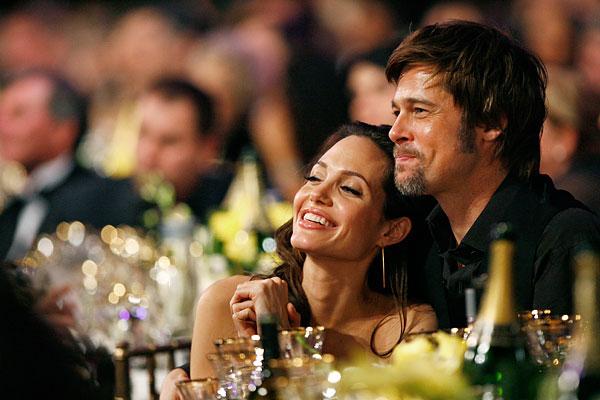 Брэд Питт и Анджелина Джоли во время 14-ой церемонии вручения премии Гильдии киноактёров США. Январь 2008
