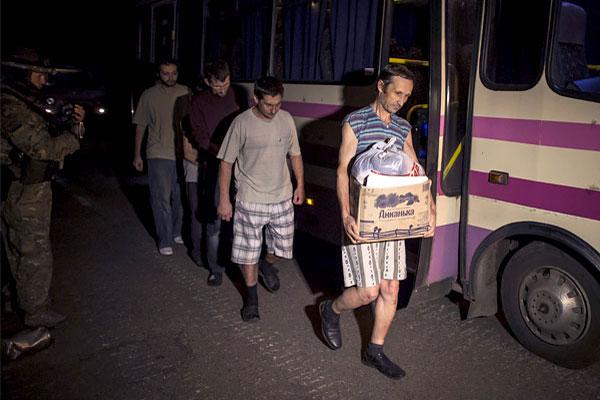 Пленные были освобождены в рамках переговорного процесса по урегулированию ситуации на востоке Украины.