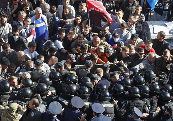 Во время митинга у здания Верховной рады.