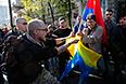 Сторонники ДНР и ЛНР  во время антивоенного марша.