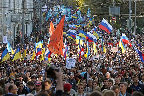 """Во время акции """"Марш мира"""" в Москве."""