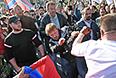 """Драка во время  """"Марша мира"""" в Москве."""