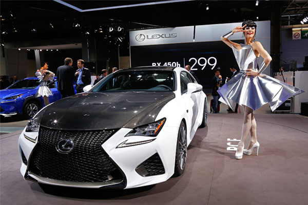 Lexus RCF.