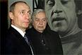 Президент России Владимир Путин и Юрий Любимов во время вечера, посвященного 65-летию со дня рождения Владимира Высоцкого, 2003 год.