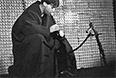 """Актер Владимир Высоцкий (Галилей) в спектакле """"Жизнь Галилея"""" по пьесе Бертольда Брехта на сцене Театра на Таганке, 1968 год."""