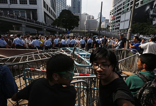 Перед следующими выборами главы Гонконга, которые назначены на 2017 год, Пекин провел реформу, разрешающую местным жителям самим избирать человека на эту должность, но только из числа кандидатов, согласованных с центральной властью.