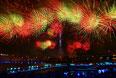 "Фейерверк на Московском международном фестивале ""Круг света"" у Останкинского пруда."