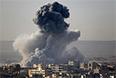 По данным сирийских правозащитников, за последние три недели в боях за Кобани погибли не менее 400 человек. Еще 160 тысяч сирийцев бежали из города в соседнюю Турцию.