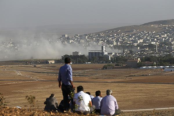 По данным правозащитников, 23 боевика из ИГ стали жертвами авиаударов, нанесенных самолетами ВВС международной коалиции. Еще 19 экстремистов были убиты в ходе боев с отрядами курдского ополчения.