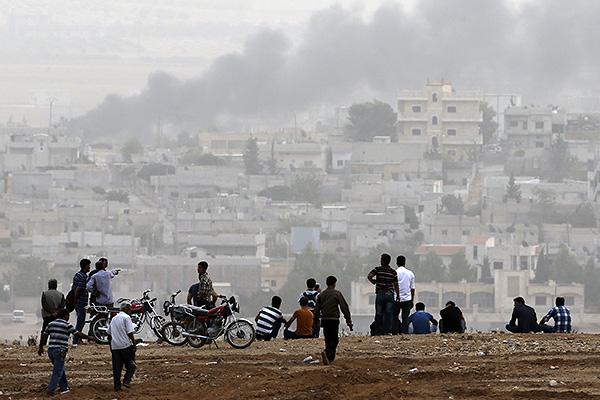 В сентябре самолеты США и ряда арабских стран начали наносить авиаудары по позициям экстремистов ИГ в Сирии.
