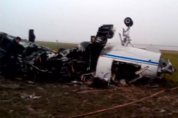 В результате авиакатастрофы погибли один пассажир и трое членов экипажа самолета - все граждане Франции.