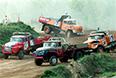 Автогонки грузовых автомобилей на приз мэра Москвы на подмосковном полигоне автозавода ЗиЛ, 19 сентября 1999 года. По результатам соревнования командный приз завоевали автогонщики ЗИЛа