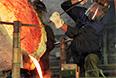 Заливка колокола рабочими в литейном цехе завода ЗИЛ. Российский автомобильный завод в день своего 90-летия подарил набор колоколов московскому храму Илии-Пророка в Черкизове, 2006 год