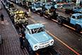 На отделочном конвейере сборки грузовых автомобилей автозавода ЗИЛ, 1975 год