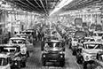 Отделочный участок грузовых автомобилей ЗИЛ-130 автосборочного корпуса. 1983 год