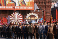 Демонстрация трудящихся на Красной площади. В колоннах демонстрантов представители коллектива завода имени Лихачева. 1984 год