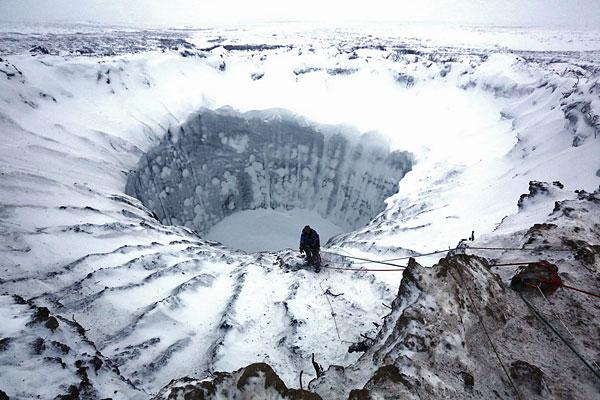 Сама воронка, по мнению ученых, через пару лет превратится в одно из тундровых озер, которых много на Ямале и, скорее всего, имеющих аналогичное происхождение.