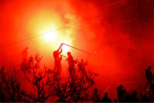 Во время празднования группа националистов атаковала полицию.