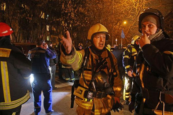 Сотрудники МЧС спасли 12 человек, из квартир где произошли пожары.
