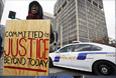 Демонстрация жителей города Клейтон против жестокости полиции, штат Миссури.